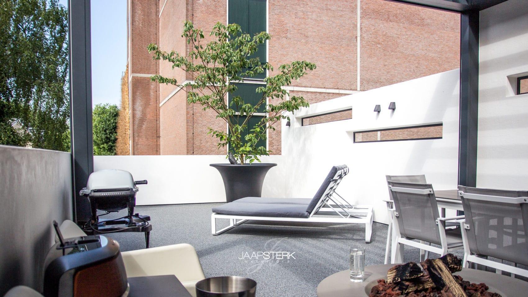 Daktuin met veranda en kunststof lichtgewicht muren