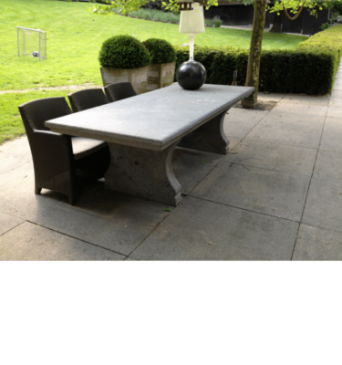 Antieke tafel van Belgisch hardsteen