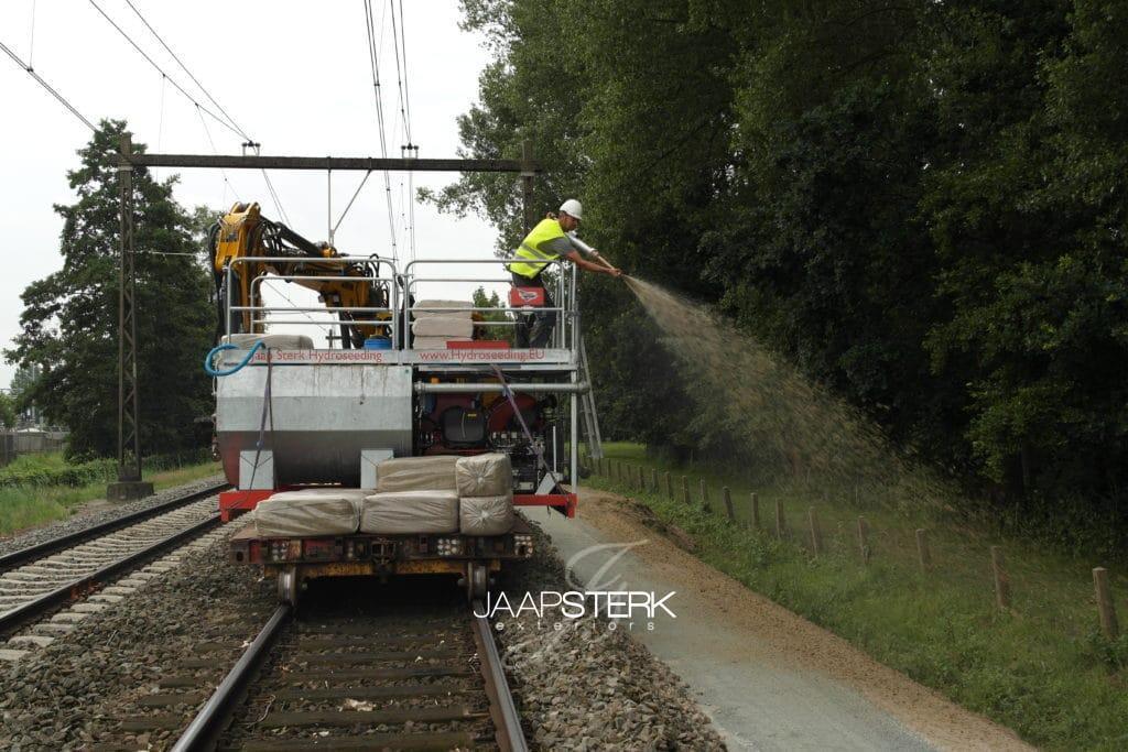Hydroseeding-langs-spoor