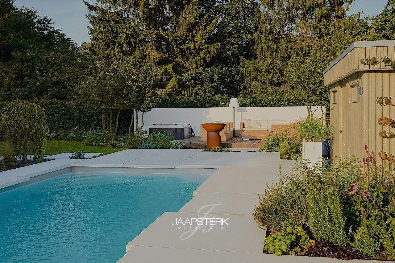 Moderne en strakke tuinarchitectuur betonplaten