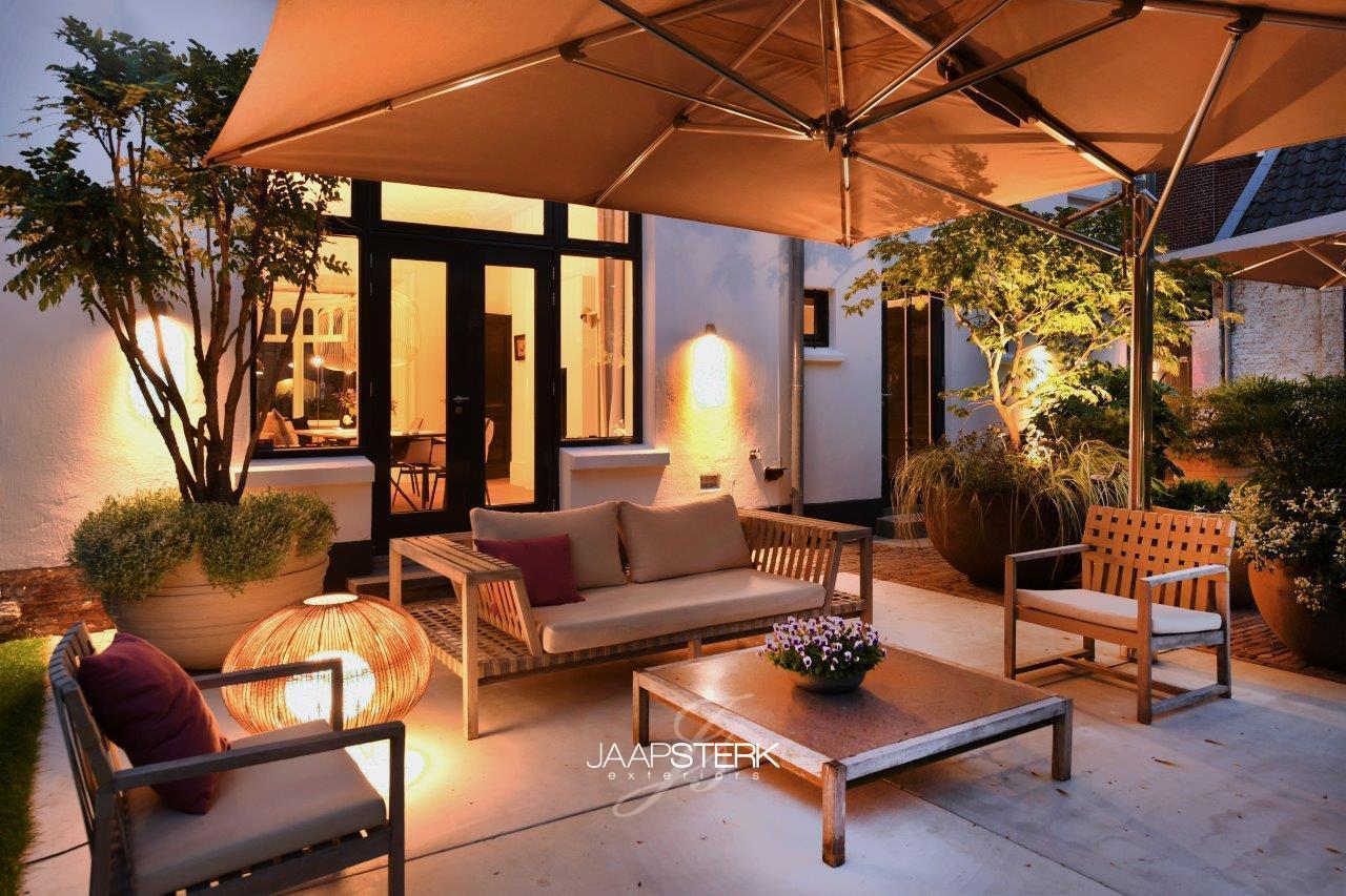 Statige Villatuin met tuinverlichting van Royal Botania en Bover Barcelona 58